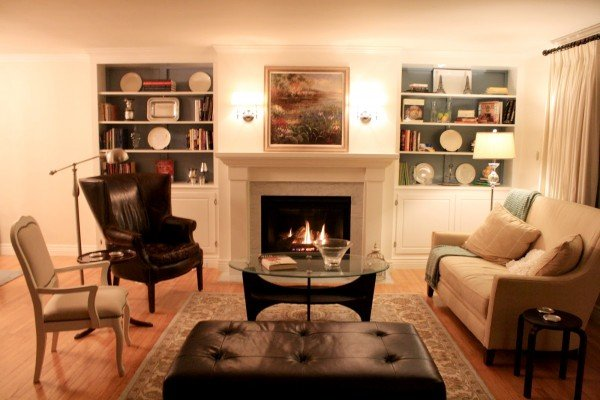 Remodelaholic 25 best diy fireplace makeovers for Living room with fireplace
