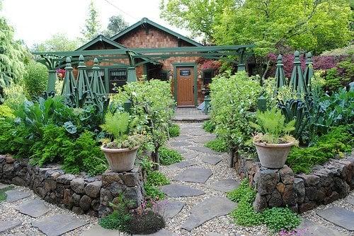 Remodelaholic | 25 Edible Garden Ideas