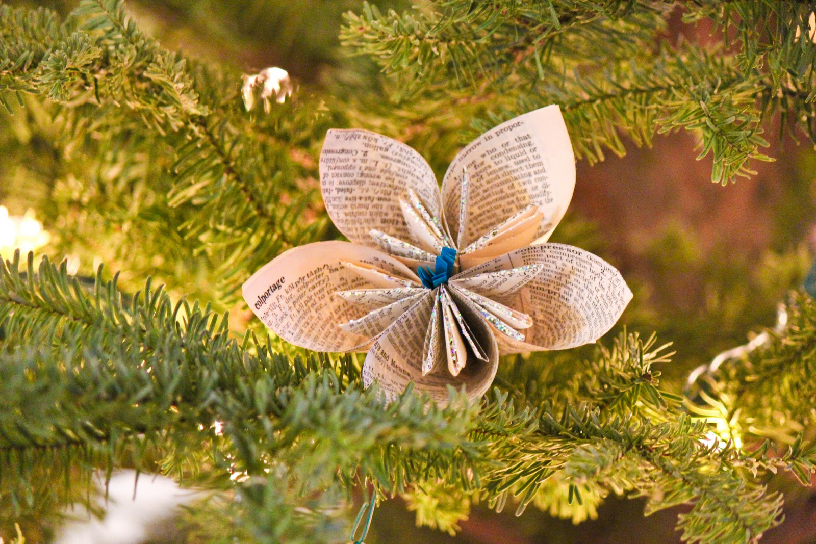 Folded Paper Dictionary Page Flower and other easy christmas decorations featured on Remodelaholic.com