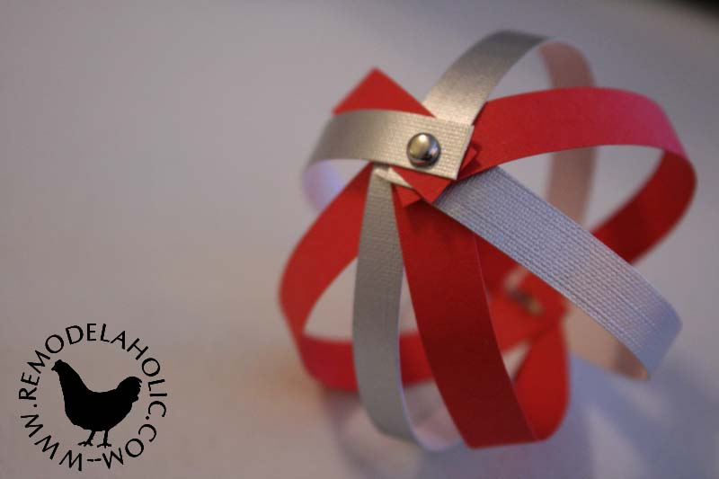 Paper Strip Sphere for an easy paper Christmas Decoration at Remodelaholic.com