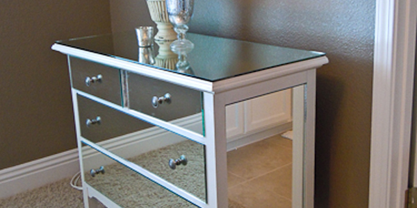 Remodelaholic you look good mirrored dresser guest - Rajeunir un meuble ancien ...