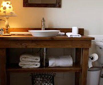 Vain Looks! Table Vanity Redo; Guest