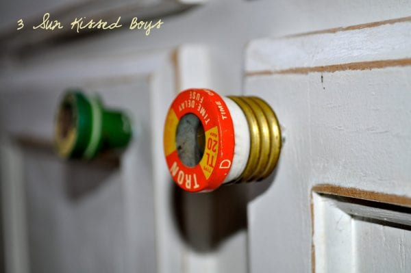 13 Colorful rustic kitchen update using fuses DIY tutorial by 3 Sunkissed Boys featured on @Remodelaholic