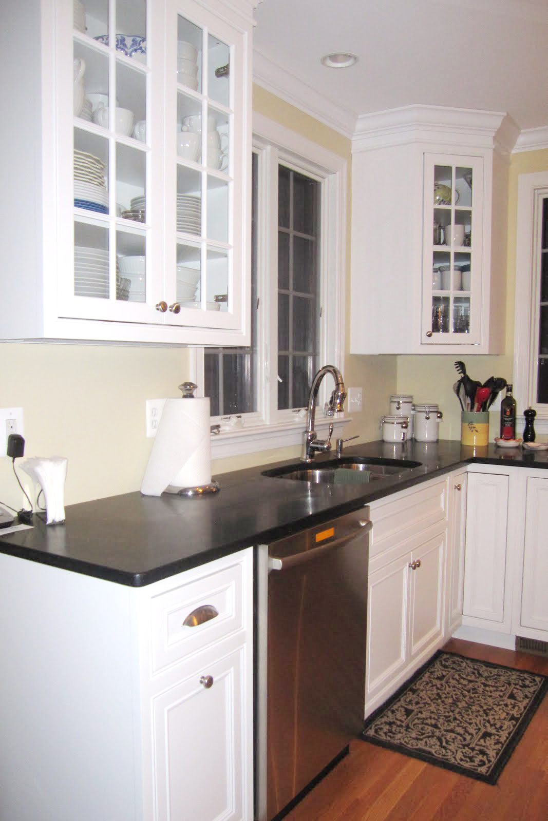 kitchen cabinet molding install