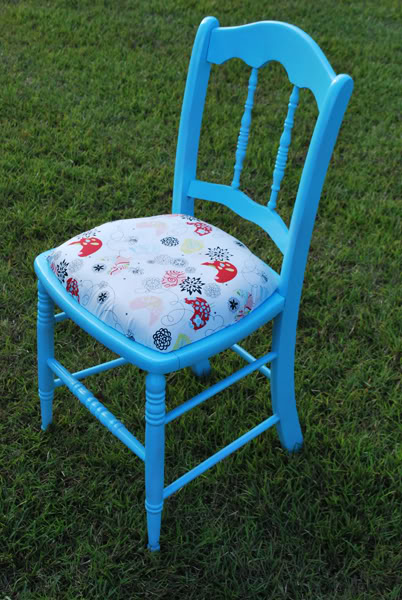 remodelaholic refinished wood chair painted blue