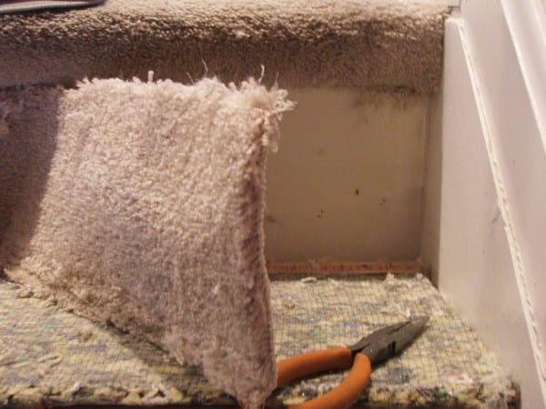 7 Best Way To Remove Carpet From Stairs, By Cleverly Inspired, Featured On @Remodelaholic