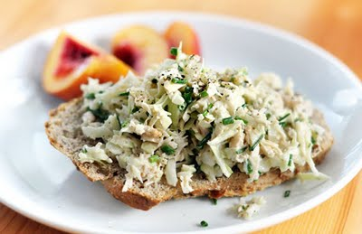 crunchy-tuna-salad-quick-easy-healthy-lunch-idea