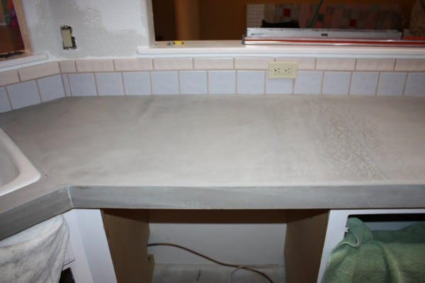 22 DIY Concrete Countertops Using Level Quick Concrete, By Design Stocker Featured On @Remodelaholic