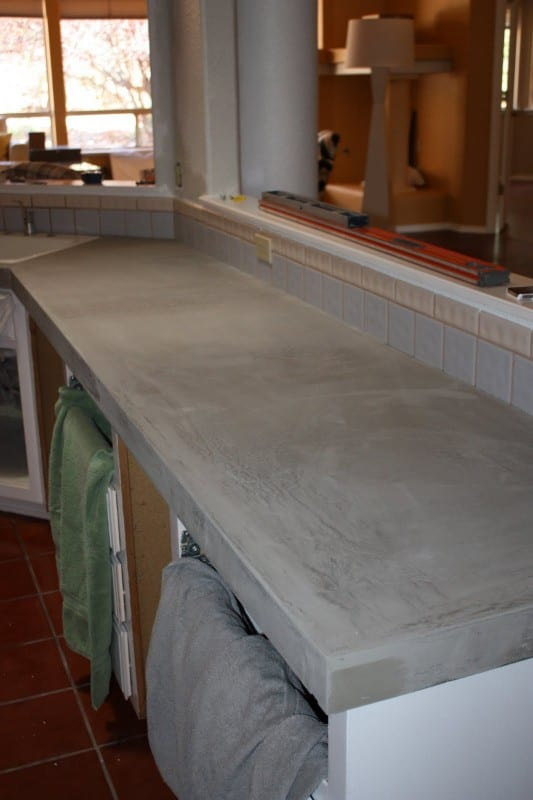 23 Makeover Your Kitchen With Diy Concrete Countertops By Design Stocker Featured On Remodelaholic