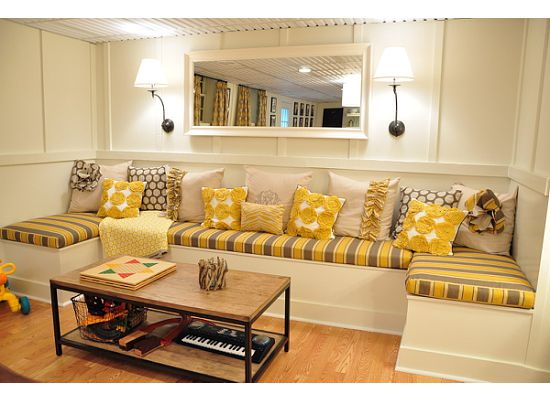 Beautiful-grey-and-yellow-built-in-banquette