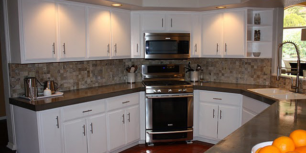 Here beadboard is on cabinets not backsplash but I think it looks good