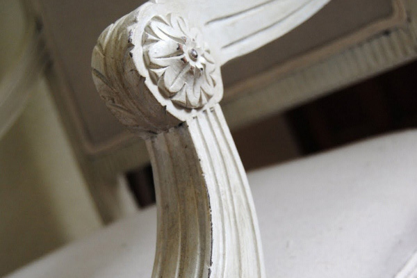detail-chair-reupholster-and-paint-dining-room-vintage-remodelaholic.com-600x402