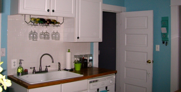 kitchen remodel on the cheap blue turquoise walls cute white cabinets remodelaholic.com feature pic (600x307)