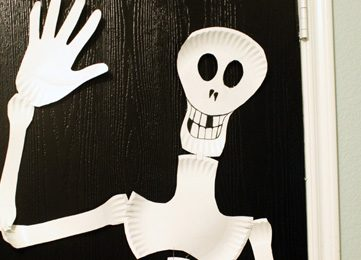 Paper Plate Skeleton; Kids Craft!