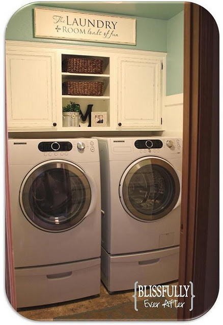 Small laundry room makeovers homes decoration tips for Laundry room redo blog