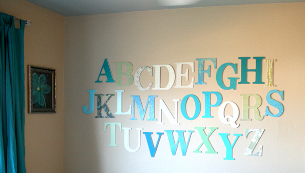 alphabet-wall-kids-room9