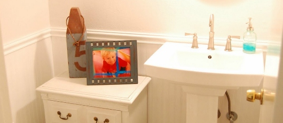 remodelaholic-remodeling-half-bath-wainscotting-target-cute (570x248)