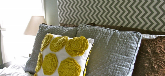 remodelaholic-remodeling-master-bedroom-chevron-style-fabric-headboard-awesome-cool-cute (570x263)