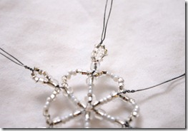 Simple-beaded-snowflake-ornament-tutorial (13)