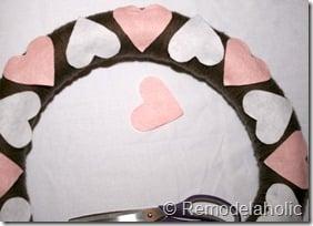 Making an Argyle Valentines wreath (20)