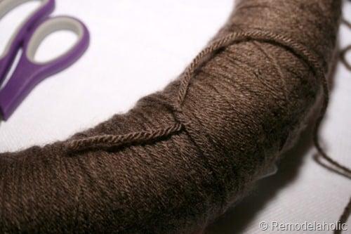 DIY yarn wreath from Remodelaholic