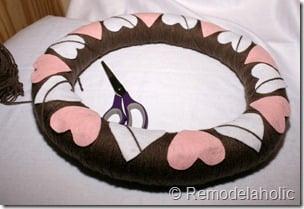 Making an Argyle Valentines wreath (26)