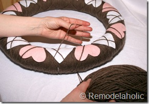 Making an Argyle Valentines wreath (33)