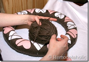 Making an Argyle Valentines wreath (34)