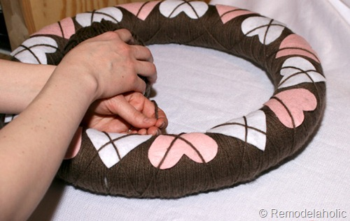 How to make an Argyle Valentine's Wreath from Remodelaholic
