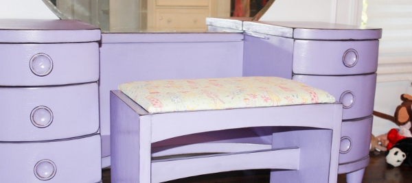 Girl's Purple Distressed Vanity