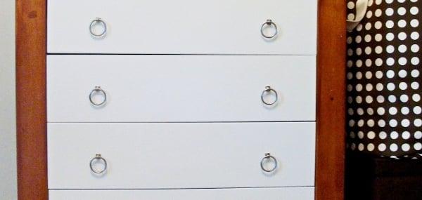 remodelaholic-remodeling-dresser-wood-white (600x285)