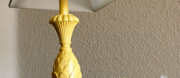 yellow-lamp-after-remodelaholic-remodeling (600x260) (2)