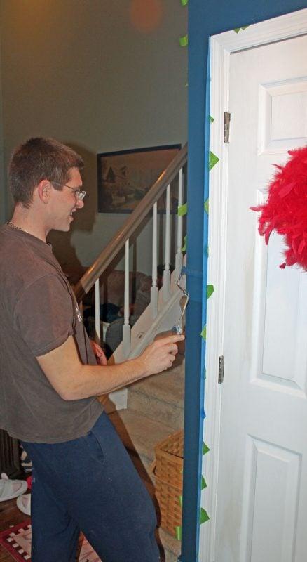 Chrvon stripe painting tutorial #Chevron #tutorial #wall (21)