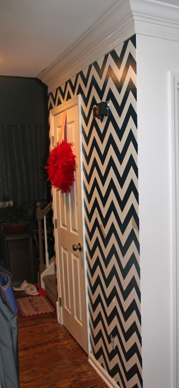 how to paint chevron stripes on a wall. Black Bedroom Furniture Sets. Home Design Ideas