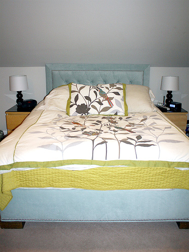 remodelaholic upholstered headboard bed frame - Diy Upholstered Bed Frame