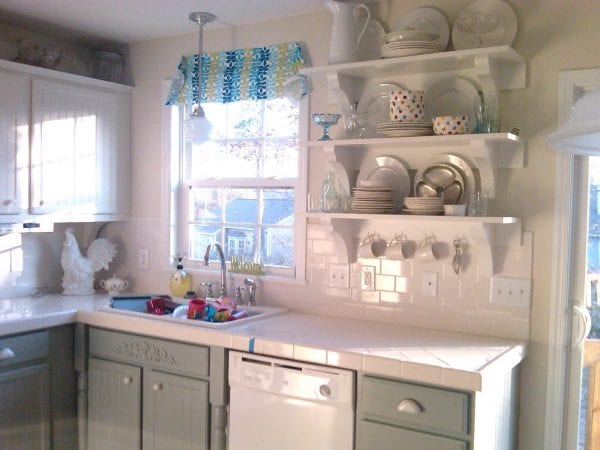 5 Kitchen cabinets, oak to painted white, Mom and Her Drill featured on @Remodelaholic