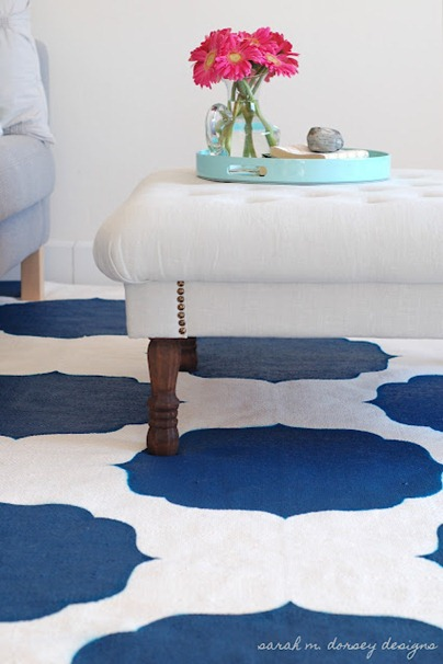 DIY-Stenciled-Rug-Moroccan-white-blue2
