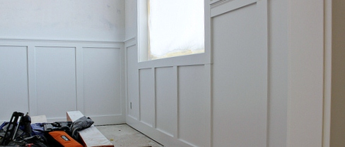 remodelaholic inexpensive board and batten wainscot how to. Black Bedroom Furniture Sets. Home Design Ideas