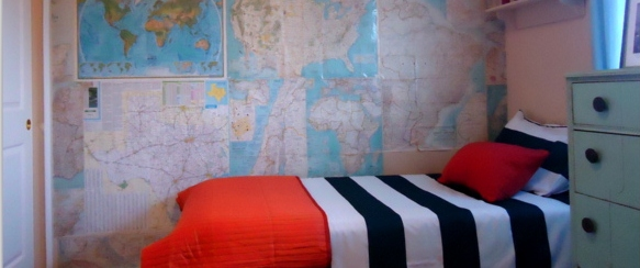 boys-bedroom-map-wall-striped-bedspread-remodelaholic-free-stylin (583x244)