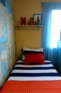 boys-bedroom-maps-on-walls- remodelaholic.com (199x299)
