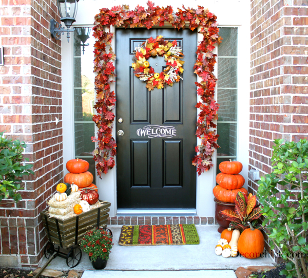 Remodelaholic 25 best ideas for outdoor fall decor for Baby shower front door decoration ideas