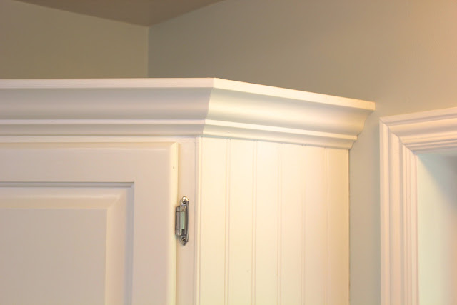 remodelaholic big kitchen makeover on a little budget transforming home how to add crown molding to kitchen