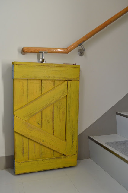 Bifold Hinged Barn Door Baby Gate For Small Stair Landing, Built By Sew Homegrown, Building Plan Design By Remodelaholic