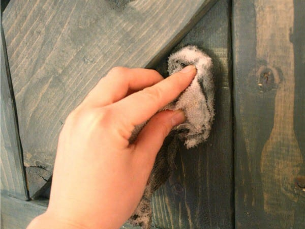 How To Adjust A Wood Stain Color Using Paint #remodelaholic