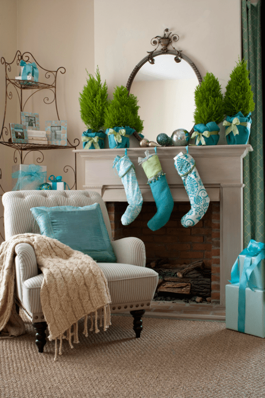 Holiday (or Christmas) mantel ideas, Blue by Traditional Home (2)