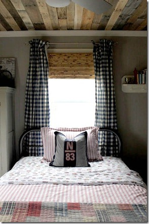 pallet-ceiling-tutorial-rustic-boys-room_thumb