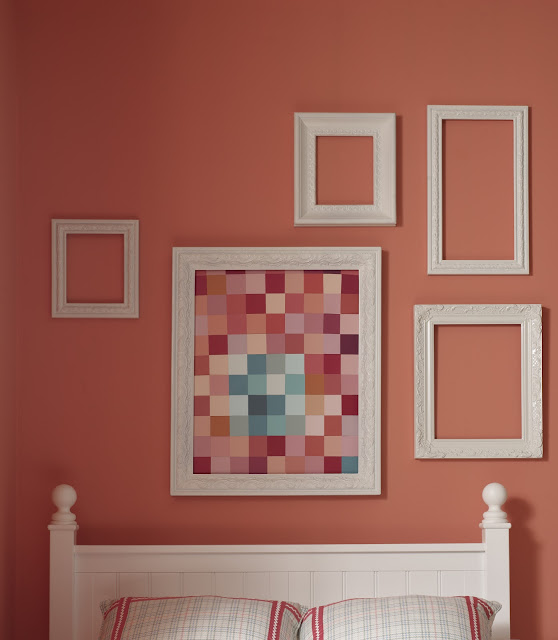 BeSo Style coral bedroom with frame collage