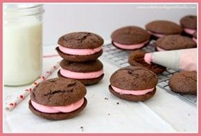 Chocolate-Valentine-Whoopie-Pies-450x306