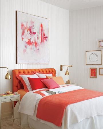 Martha Stewart acentos de coral no quarto