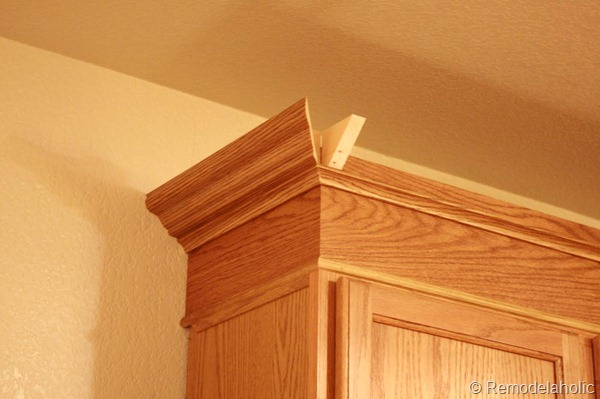 how to apply crown molding to kitchen cabinets 2